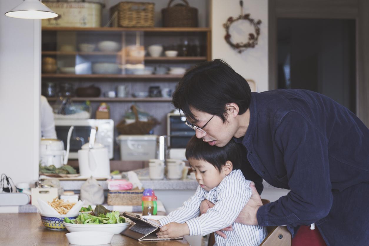 専業主婦が夫に家事を手伝わせるべきですか?