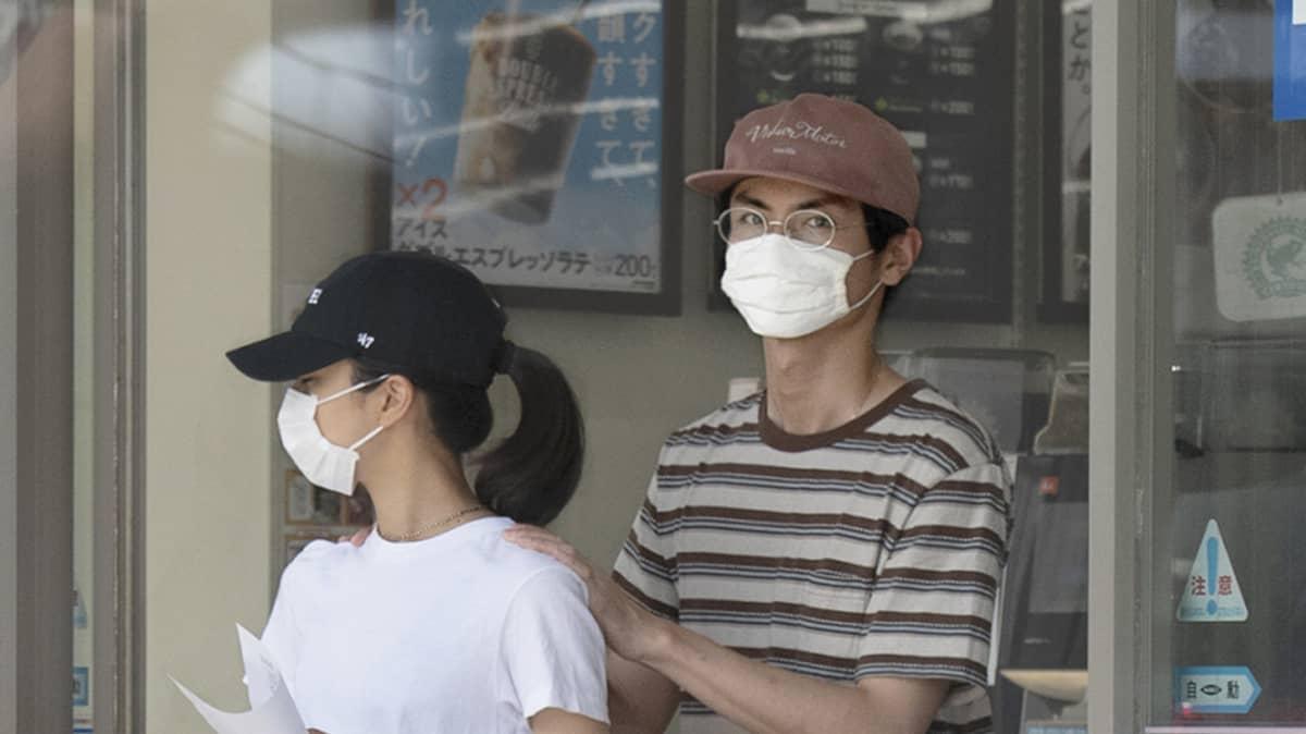 熱愛!高良健吾&黒島結菜 若手実力派俳優が650mの通い愛 | FRIDAYデジ
