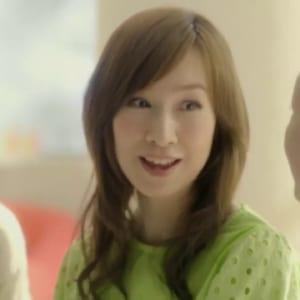 未婚の森口博子さん当時48歳を、このCMに出演させるのは、かわいそうに思えるし、