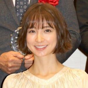 [SNSでの子供の顔出しどう思う?] 篠田麻里子、娘の顔出しショット公開